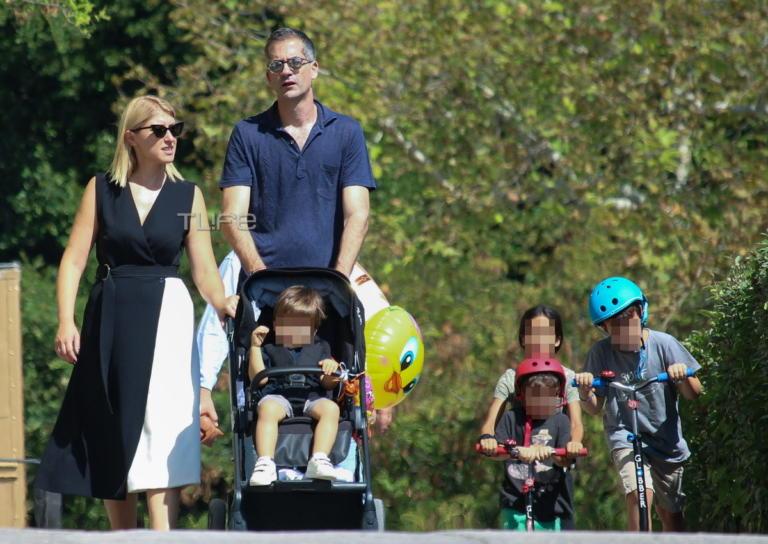 Σία Κοσιώνη – Κώστας Μπακογιάννης: Οικογενειακή βόλτα στον Εθνικό Κήπο [pics]