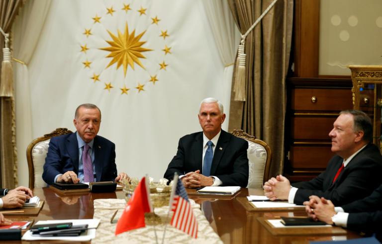 Ερντογάν – Πενς: Μαραθώνια συνάντηση – Χείλη ερμητικά κλειστά – «Δολοφονικά» βλέμματα