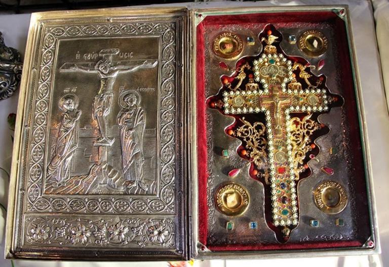 Στον Βύρωνα το Τίμιο Ξύλο και τα ιερά λείψανα του Αγίου Λουκά