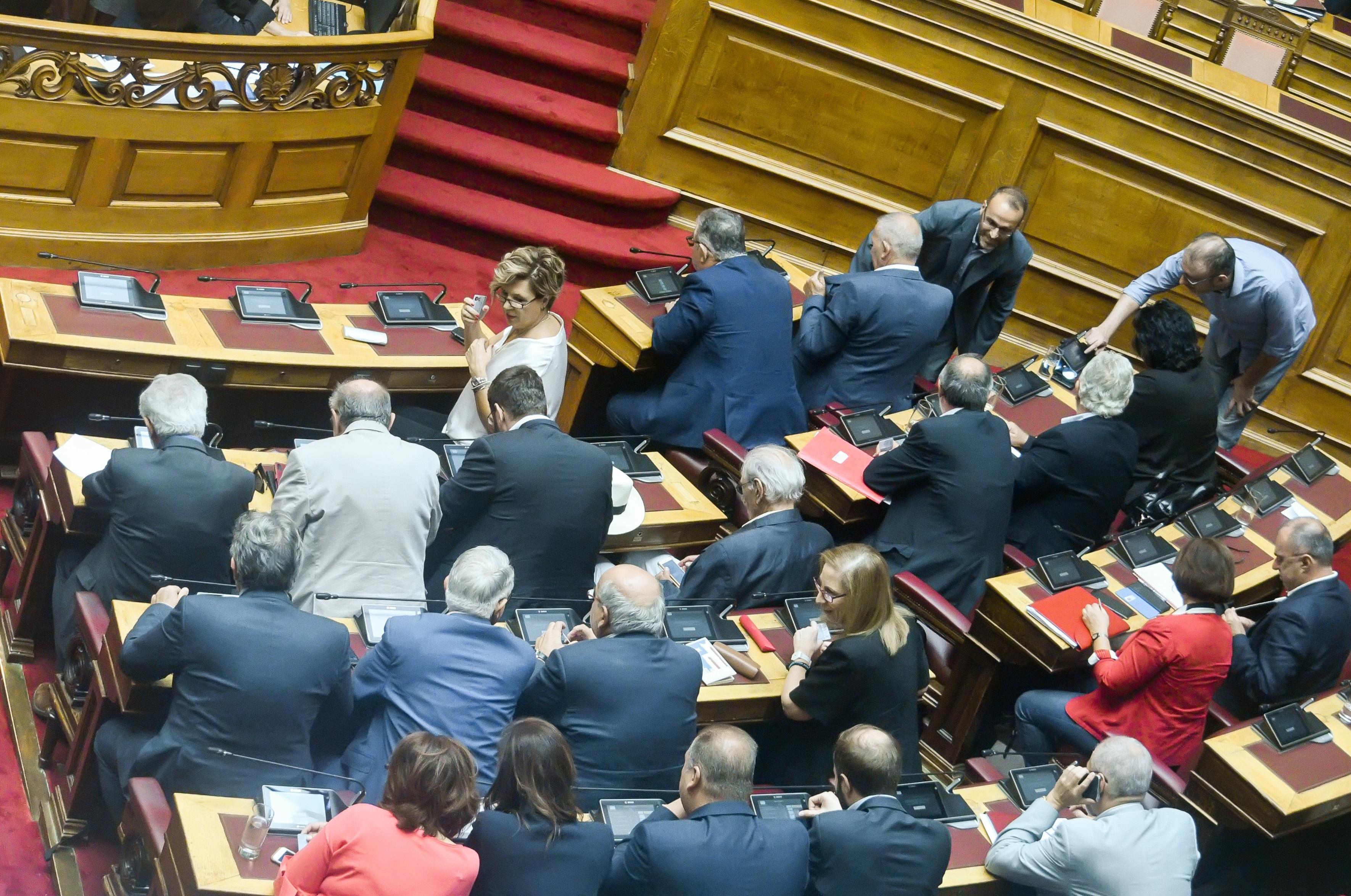 Ρήγμα στον ΣΥΡΙΖΑ και μάλιστα μέσα στη Βουλή για τις εξορύξεις υδρογονανθράκων!