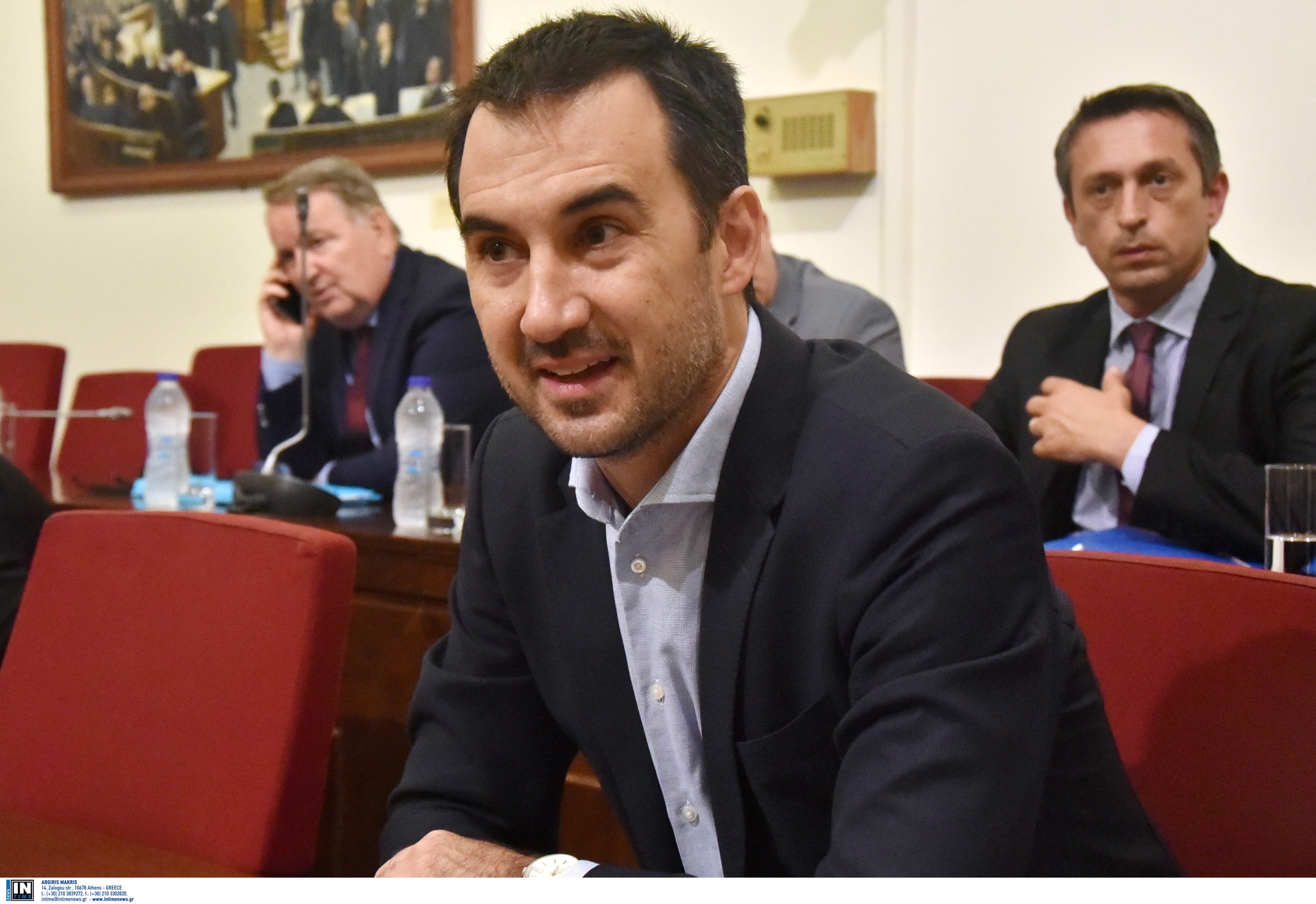 """Ειρωνικός Χαρίτσης: """"Όποτε ο Μητσοτάκης πάει στο εξωτερικό βάζει τη στολή του μακεδονομάχου στην ντουλάπα""""!"""