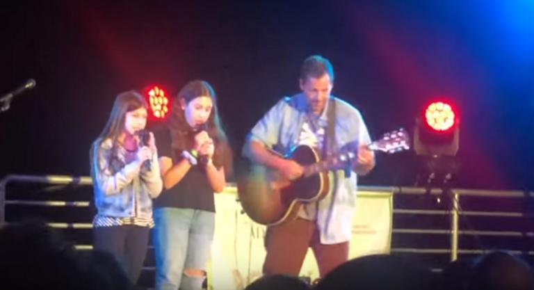 Ο Άνταμ Σάντλερ τραγούδησε με τις κόρες του και… τα έσπασαν! Video