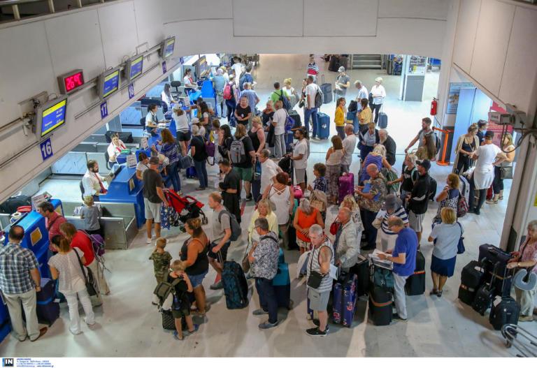 Αεροδρόμια: «Απογειώθηκαν» οι αφίξεις ξένων τουριστών – Άνοδος κατά 82,6% τον Αύγουστο