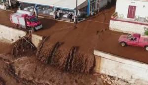 """Καιρός: """"Πνίγεται"""" στις λάσπες η Κεφαλονιά – Καθηλώνουν οι νέες εικόνες από drone στην Αγία Ευφημία – video"""