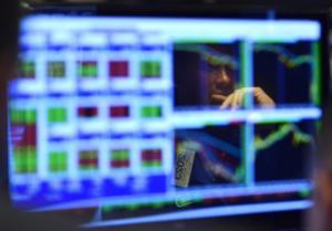 Στην δίνη πιέσεων ξανά οι διεθνείς αγορές – Πάνω ο χρυσός, κάτω πετρέλαιο και μετοχές