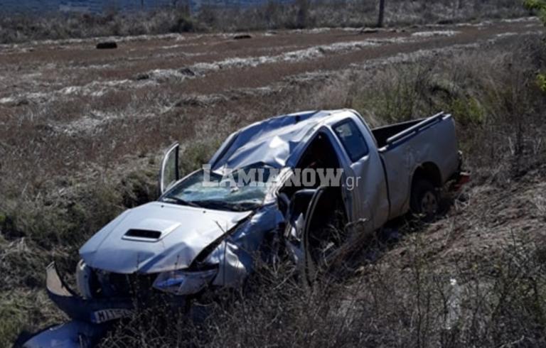 Φθιώτιδα: Αυτοκίνητο έκανε τούμπες και «προσγειώθηκε» στα χωράφια!