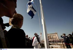 Απελευθέρωση της Αθήνας: Επετειακή έπαρση της Ελληνικής σημαίας στην Ακρόπολη [pics]
