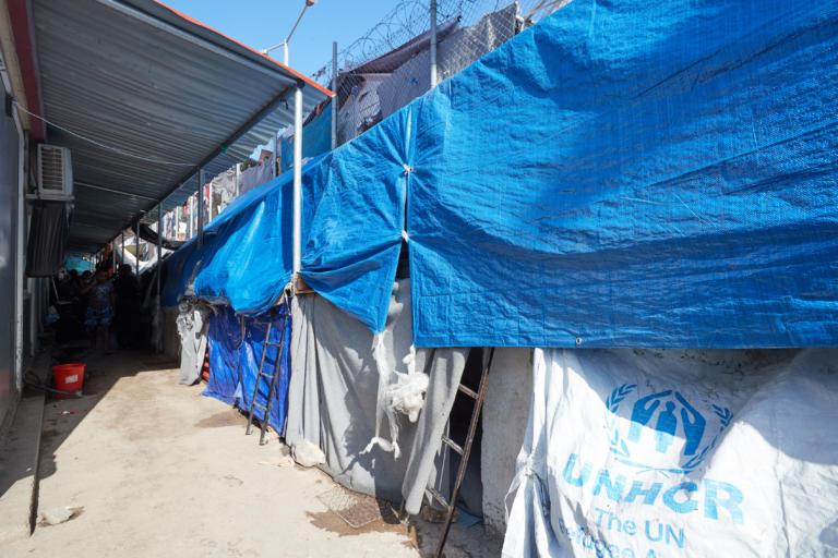 Συναγερμός για τζιχαντιστές σε ελληνικό νησί – Πρόσφυγες φοβούνται να μείνουν στο hot spot της Σάμου