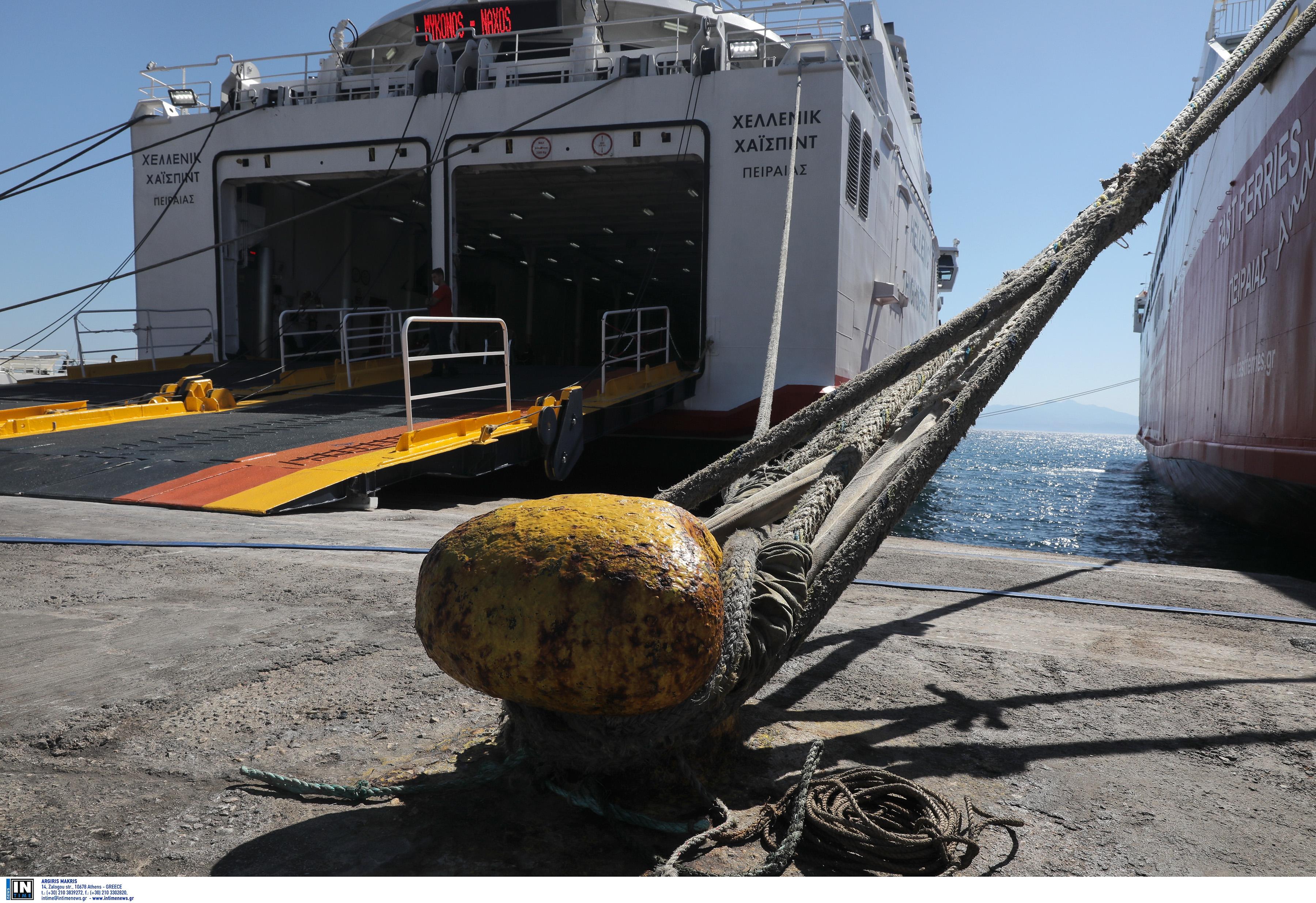 Συναγερμός στο λιμάνι του Πειραιά! Αυτοκίνητο έπεσε στην θάλασσα