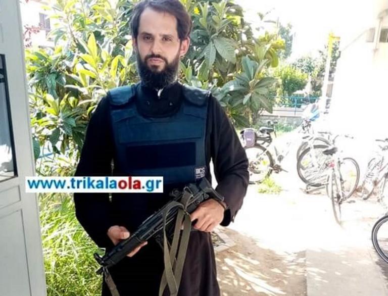 Ο παπάς – αστυνομικός που φυλάει σκοπιά με… όπλο στα Τρίκαλα!