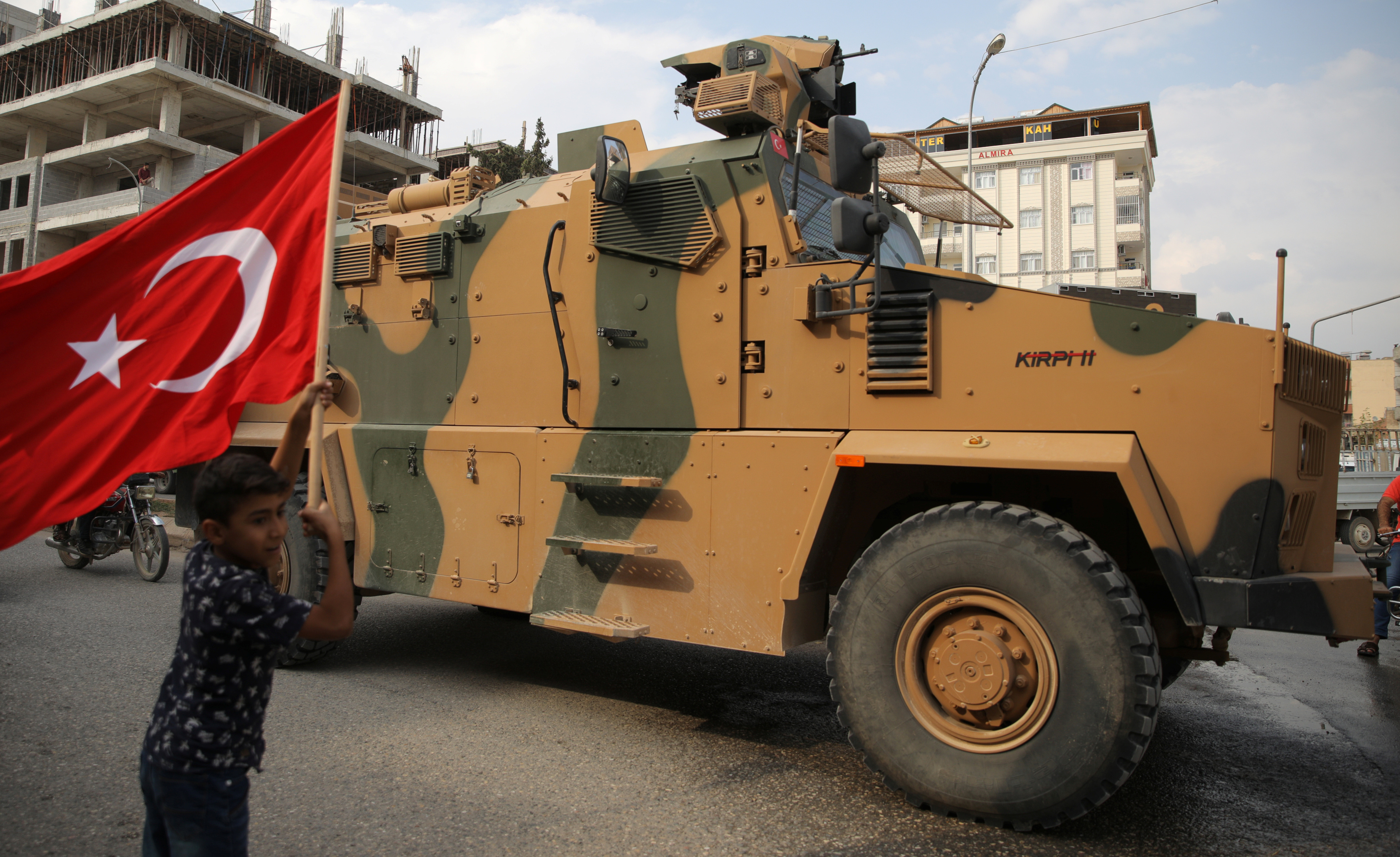 Ερντογάν σε Κούρδους: Παραδώστε τα όπλα μέχρι το βράδυ - Παραλήρημα! «Εμείς δεν κάνουμε σφαγές όπως γινόταν στην Κύπρο»