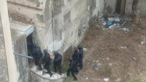 Εξαρθρώθηκε σπείρα που διακινούσε ναρκωτικά όλο το 24ωρο δίπλα από την ΑΣΟΕΕ