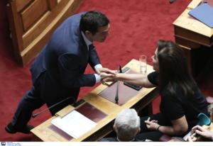 """""""Στο σπίτι του κρεμασμένου δεν μιλάνε για σχοινί""""! """"Κόντρα"""" Τσίπρα – Ντόρας Μπακογιάννη για τον ΒΟΑΚ"""