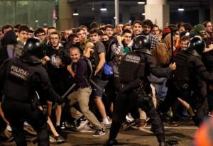 Βαρκελώνη: Δεκάδες πτήσεις ακυρώθηκαν λόγω των μαζικών διαδηλώσεων