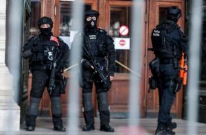 20 μετανάστες βρέθηκαν σε δυο φορτηγά στο Βέλγιο