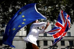 Brexit: Με πρόωρες εκλογές και απόσυρση της συμφωνίας απειλεί ο Τζόνσον