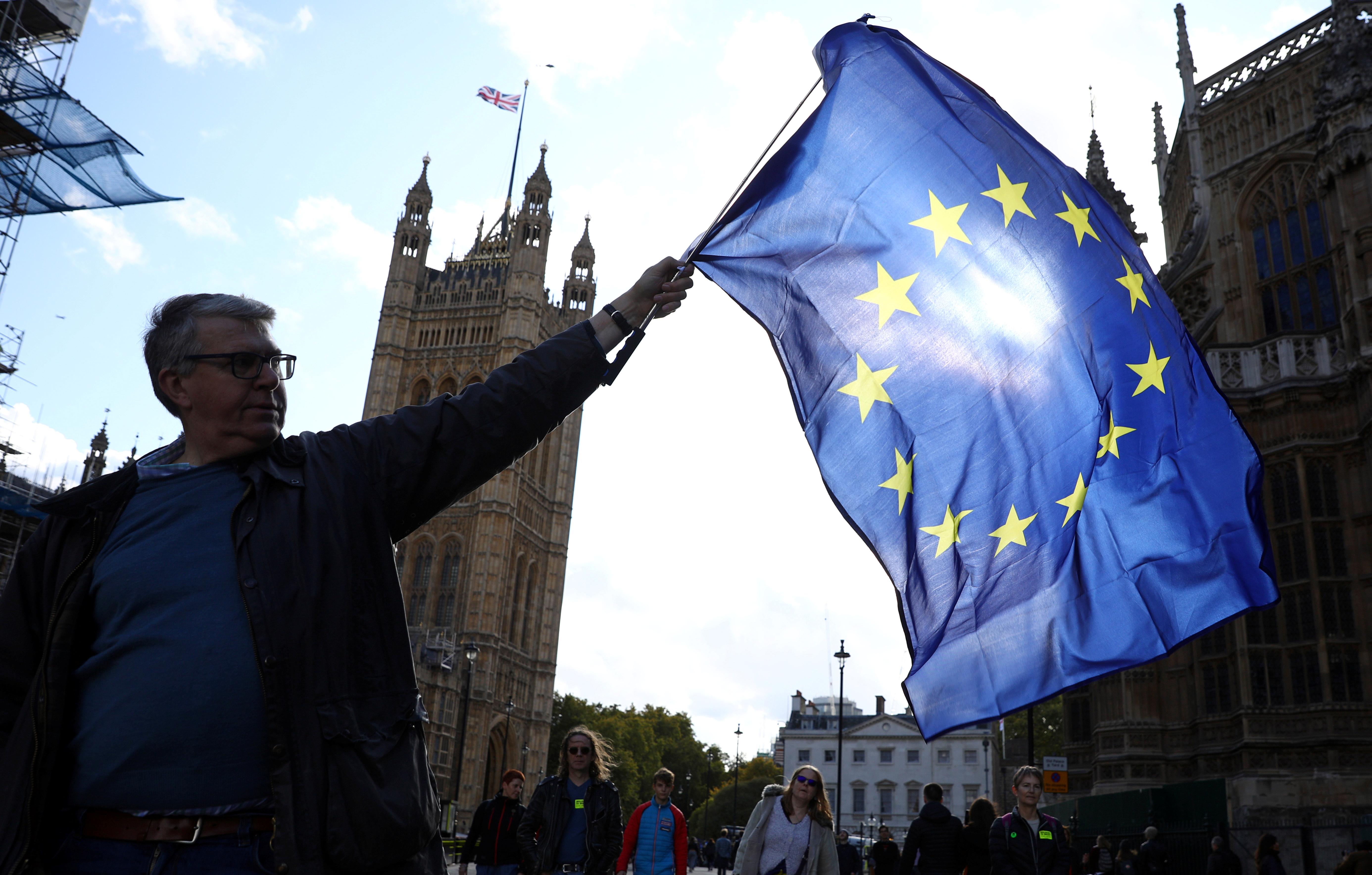 Ψήνεται παράταση στο Brexit; Σενάριο για διορία ως τον Φεβρουάριο