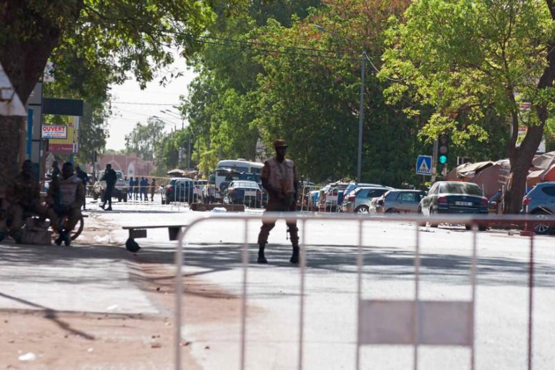 """Μπουρκίνα Φάσο: Ένοπλοι """"γάζωσαν"""" πιστούς σε εκκλησία και σκότωσαν 15 ανθρώπους"""