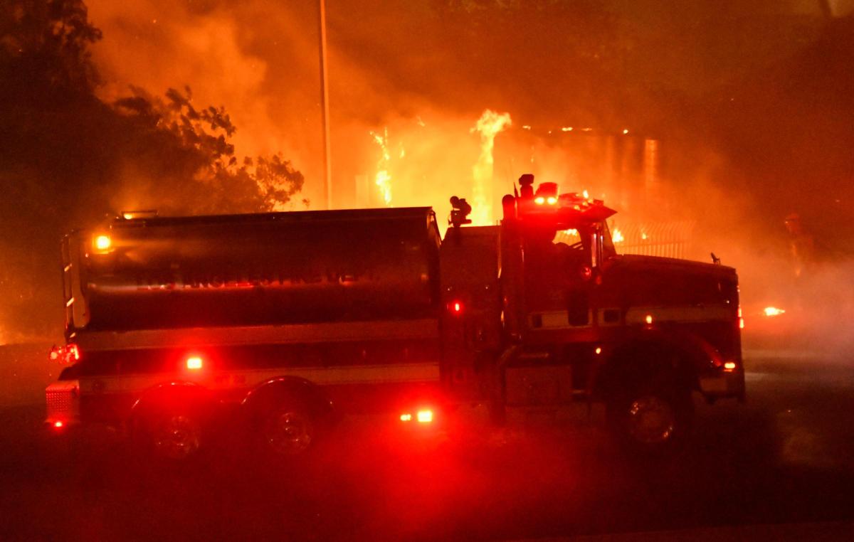 Η Καλιφόρνια φλέγεται! Εικόνες αποκάλυψης από την φωτιά που καίει τα πάντα στο πέρασμά της (pics,vid)