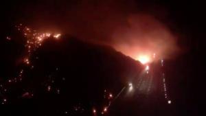 Καταστροφικές πυρκαγιές στην Καλιφόρνια – Χωρίς ρεύμα 850.000 νοικοκυριά