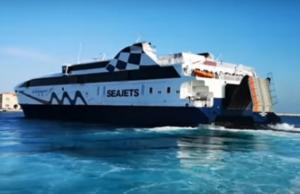 """Σύρος: Ο καπετάνιος του """"world champion jet"""" είπε το δικό του ευχαριστώ – Χειροκροτήματα στο λιμάνι – video"""