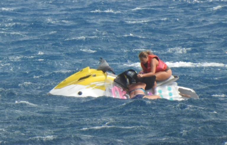 Ηράκλειο: Εφιάλτης στην παραλία μπροστά στον άντρα της – Το λάθος που λίγο έλειψε να της στοιχίσει τη ζωή – video