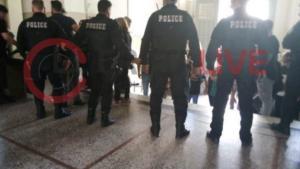 Ηράκλειο: Η στιγμή της επίθεσης στη γυναίκα που σκότωσε τον πρώην σύζυγό της – Στη φυλακή μετά την απολογία της – video