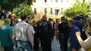 Χανιά: Με κατάγματα η δασκάλα που ξυλοκοπήθηκε άγρια από πατέρα μαθητή – Συγκέντρωση στα δικαστήρια – video