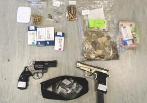 Νέα επιχείρηση της αστυνομίας στη Δυτική Αττική με 4 συλλήψεις – Κατέσχεσαν ναρκωτικά και όπλα [pics]