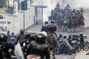 Εκουαδόρ: Διαδηλωτές κατέλαβαν το κοινοβούλιο – Μετέφερε την έδρα της κυβέρνησης ο Μορένο – video