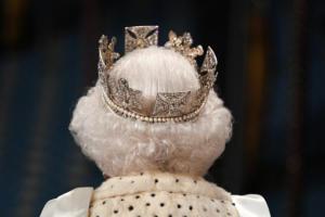 Βασίλισσα Ελισάβετ: Έσπασε παράδοση ετών! Γιατί φόρεσε… ελαφρύτερο στέμμα;