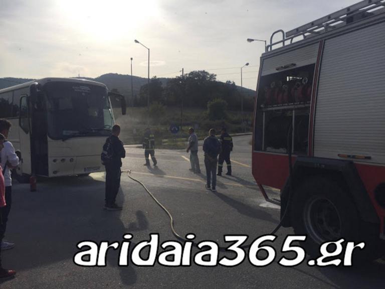Φωτιά ξέσπασε σε λεωφορείο του ΚΤΕΛ Αριδαίας