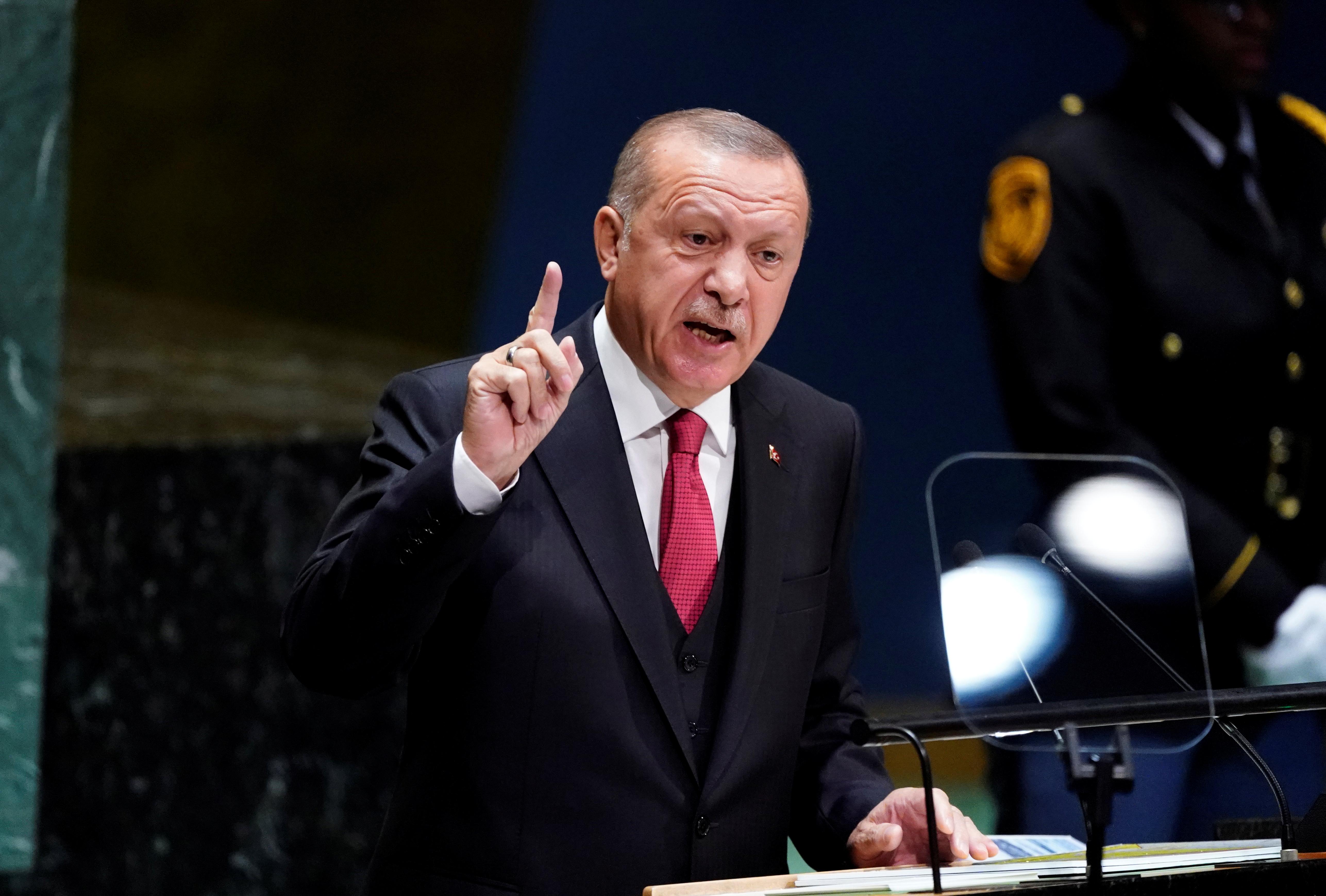 Ο Ερντογάν απαιτεί από τις ΗΠΑ την παράδοση του επικεφαλής των κουρδικών δυνάμεων