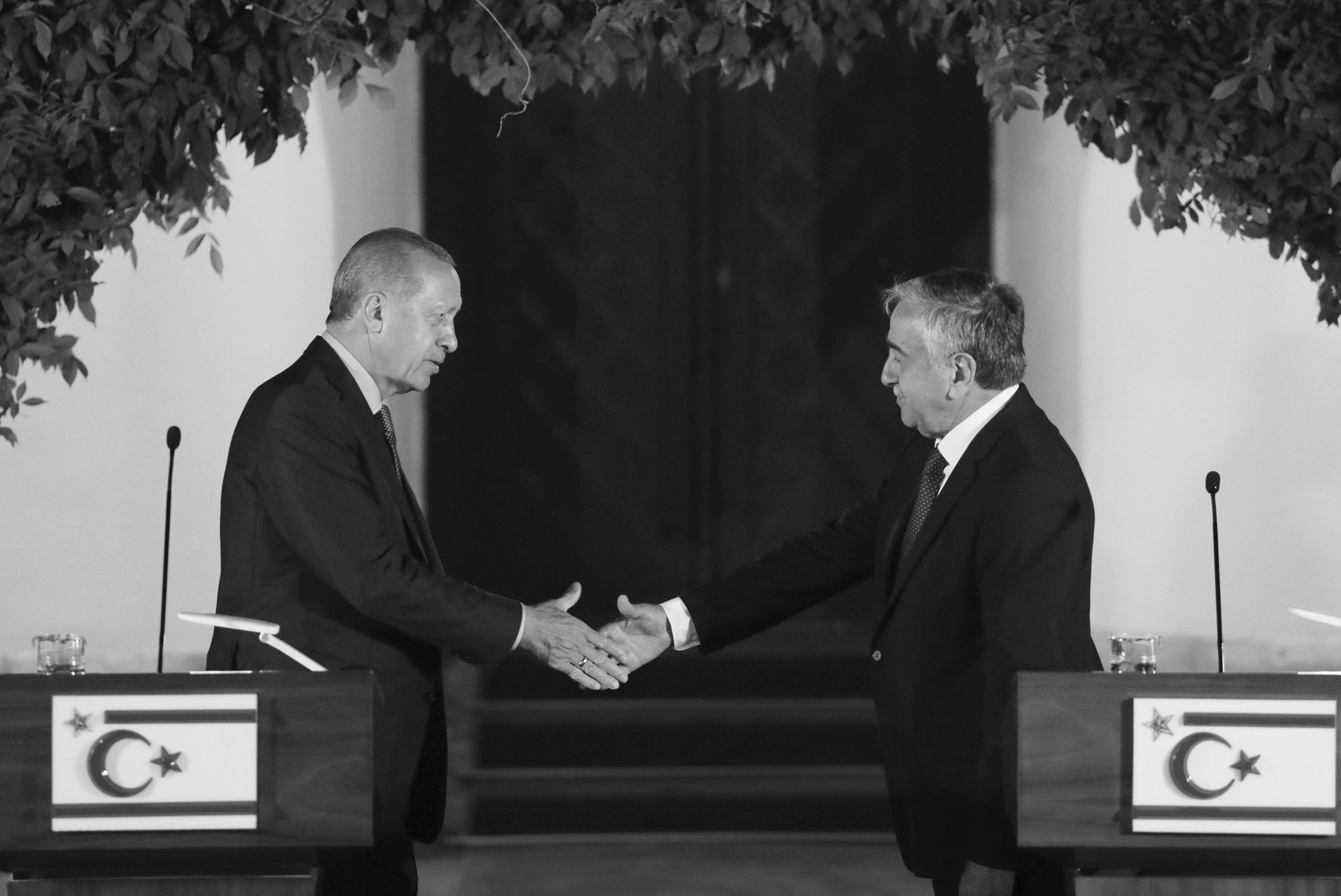 """Οργή Ερντογάν κατά Ακιντζί για τη Συρία! """"Να του δώσουν ένα μάθημα οι Τουρκοκύπριοι"""""""