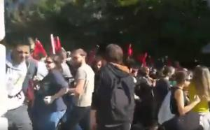 Μπογιές και χημικά στη Θεσσαλονίκη – Απέκλεισαν συμβολικά το Υπουργείο οι φοιτητές [video]