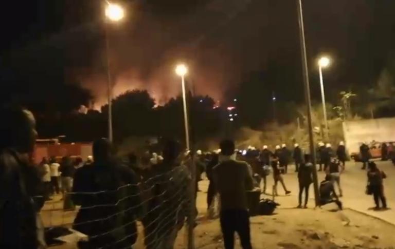 Σάμος: Φωτιά στον καταυλισμό μεταναστών