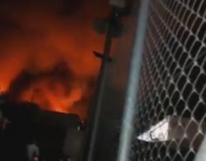 Σάμος: Μαχαιρώματα, ξύλο, φωτιές και τραυματίες – Κλειστά σχολεία μετά τα επεισόδια στον καταυλισμό μεταναστών – video