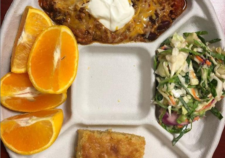 Διάσημος σεφ… παράτησε βραβευμένο εστιατόριο για να μαγειρεύει σε σχολεία! [Pics]