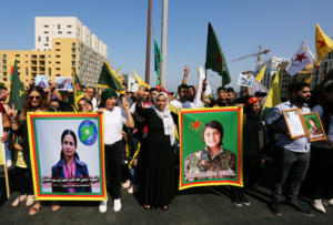 """Ερβίν Χαλάφ: Η """"αγία"""" των Κούρδων της Συρίας έγινε το σύμβολο της προδοσίας τους από τις ΗΠΑ"""