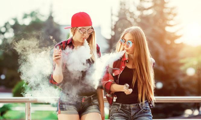Ηλεκτρονικό τσιγάρο: 26 οι νεκροί, 1.299 οι ασθενείς στις ΗΠΑ