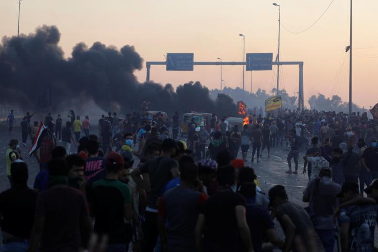Ιράκ: Έφτασαν τους 104 οι νεκροί στις διαδηλώσεις