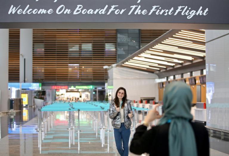"""32 εκατομμύρια επιβάτες πέρασαν από το νέο αεροδρόμιο της Κωνσταντινούπολης μετά το """"big move"""""""