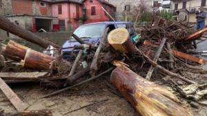 Ιταλία: Ένας νεκρός από τις πλημμύρες – Κατέρρευσε γέφυρα [pics]