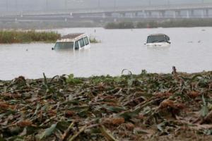 Ιαπωνία: Εικόνες αποκάλυψης από το πέρασμα του τυφώνα Χαγκίμπις [pics, vid]