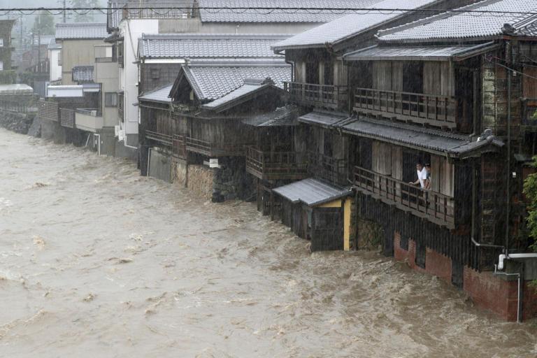 Ιαπωνία: Χιλιάδες κάτοικοι εγκαταλείπουν τα σπίτια τους, καθώς πλησιάζει ο ισχυρός τυφώνας Χαγκίμπις