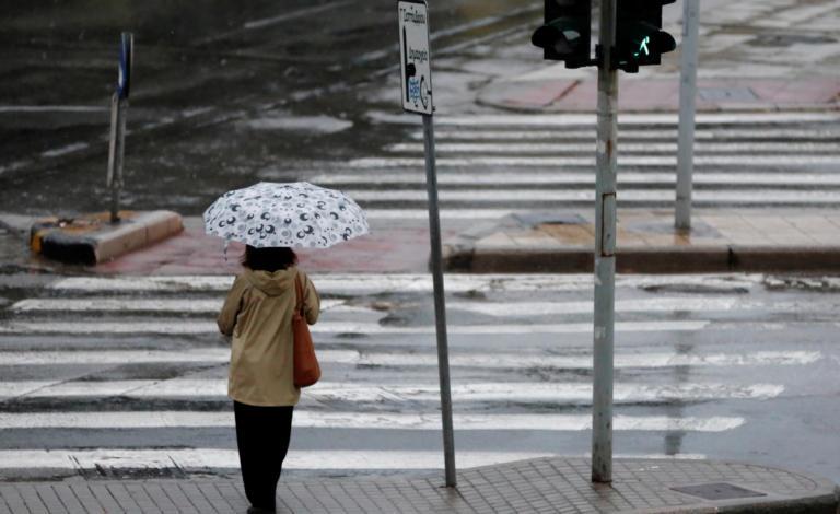 """Καιρός: """"Τουλούμια"""" βροχή και θυελλώδεις άνεμοι – Ποιες περιοχές θα """"σαρώσει"""" η κακοκαιρία"""