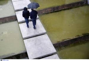 Καιρός: Βροχές σε αρκετές περιοχές – Βελτίωση από το μεσημέρι
