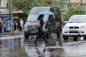 Καιρός αύριο: Τοπικές βροχές και καταιγίδες με σταδιακή βελτίωση