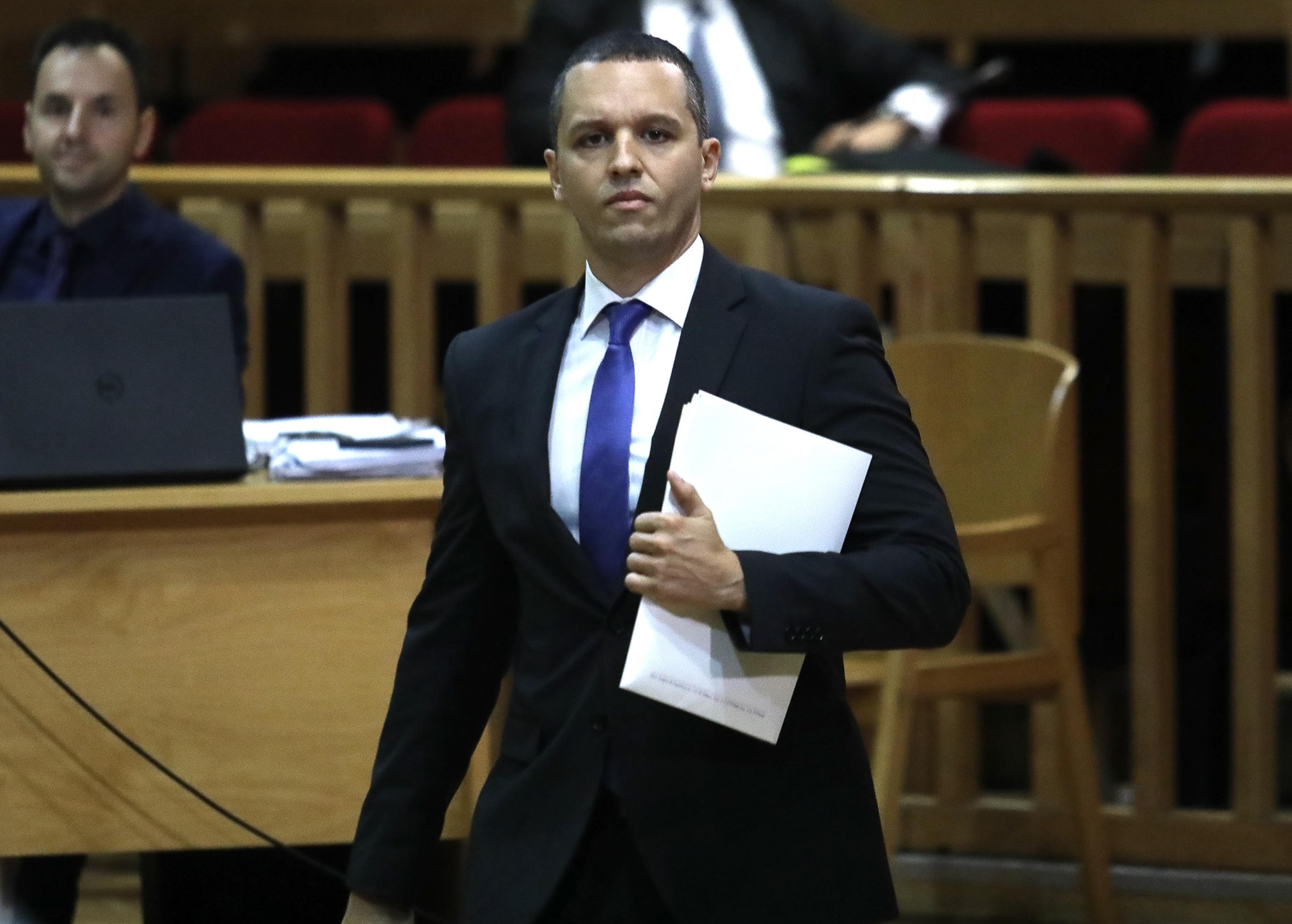 Δίκη Χρυσής Αυγής: Απολογείται ο Κασιδιάρης – Πλήθος κόσμου έξω από την αίθουσα [pics]
