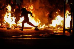 """Νύχτα """"κόλαση"""" στη Βαρκελώνη! Άγριες συμπλοκές ακροδεξιών με αυτονομιστές [Pics, video]"""